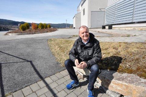 PLANLEGGER: Rektor Notodden videregående skole, Tomm Svarstad, og hans kolleger har en vrien kabal å løse når elevene nå skal tilbake på skolen.