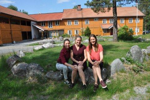 Velkommen: Søstrene Else, Solveig og Henriette Storaas gleder seg til å fylle hotell og hytter med gjester igjen.