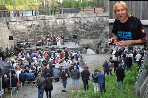 I MYRENS DAM: Myrens Dam under 30-årsjubileumsfestivalen i 2017. På scenen RoadShow. Årets lørdagskonsert under Blues Weekend 2020 med Bluesttown Outlaws er utsolgt. Festivalsjef Jostein Forsberg (lite bilde) er fornøyd med responsen på den lokale minifestivalen.