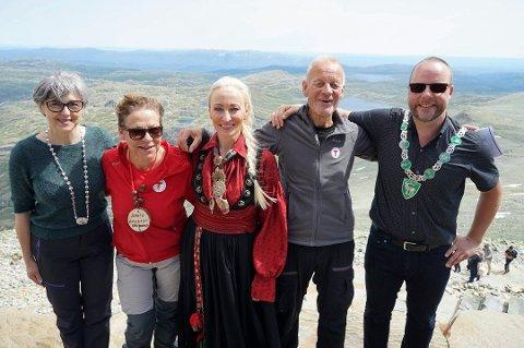GAUSTADAGEN: Gaustadagen 2019 ble en stor suksess. Her med Sanja Pasovic, Jorunn Karlberg Tveiten, Jeanne Bøe, Jon Ingebretsen og Hjartdalsordfører Bengt Halvor Odden. (Foto: Gro Knutsen).