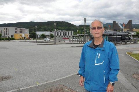Fortsatt spor: -I dette området finnes fortsatt spor etter utbygginga av jernverket, som Jan Ormåsen sto for. Der videregående er nå, lå sliperiet, sier Knut Timland..