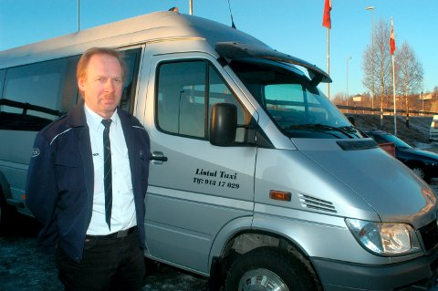 BERØMMER KOMMUNEN: - Det betyr veldig mye for meg å få en slik økonomisk krisestøtte fra kommunen, selv om jeg har hatt et tap som er veldig mye større, sier Olav Listul i Listul Taxi i Sauland.