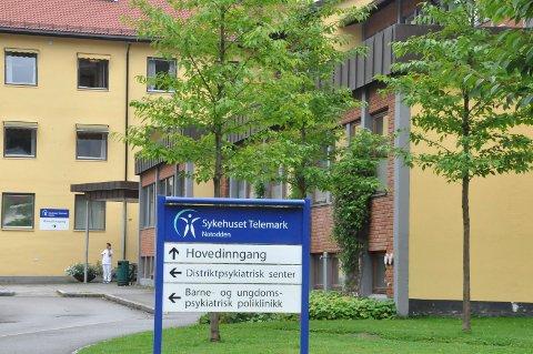 TILTAK: Koronatiltak med adgamgs- og besøkskontroll opprettholdes ved sykehusene i Telemark - også på Notodden.