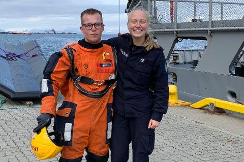TIL SJØS: Hanne Dahlskås og Lars Halvor Hjukse er ekte landkrabber fra Notodden, men har satt sjøbein på Kystvakt-skipet KV Andenes dette året.