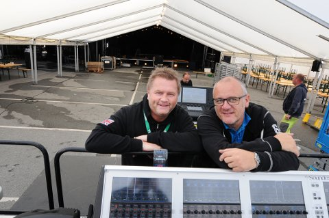 Øivind Frisvold (til venstre) og Einar Ytrelid så ut til å ha kontroll på Byfesten fredag ettermiddag, bare timer før det braker løs.