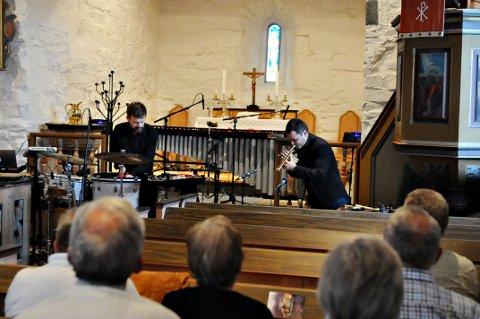 God plass i Gamle Edøy kirke på valgdagen. Men de som tok turen, fikk en uforglemmelig konsert.