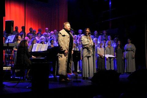 Mads Belden og Stine Hole Ulla trollbandt publikum, som her i «A Heart full of Love».