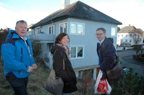 Torbjørn Sagen (fra venstre), Vanja Knudtsen og Asgeir Bahre Hansen på befaring i Tollinspektør Flors gate 18.