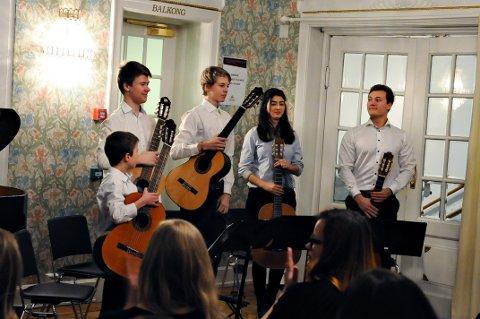 Brede Falkevik, Hallvard Lied, Philip Rakvåg Michaela Yanez-Salas og Lukas Baldauf utgjør kulturskolens gitarkvartett.