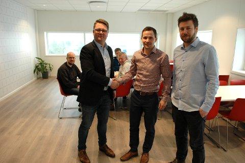 Offisiell åpning av Kvernberget Technoport. En stolt daglig leder i FG Eiendom Trond Aasgård gratulerer Thomas Aas i Capitech og Odd Geir Folland i Amerika