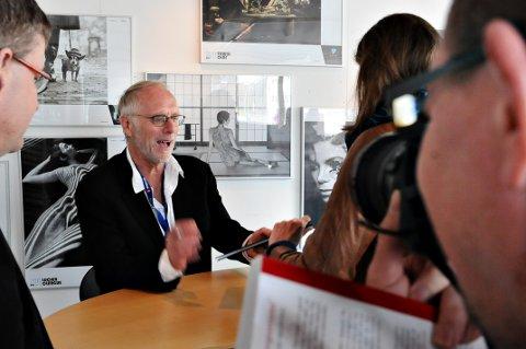 Mikkel Aaland signerte sin nyeste bok i Nordic Light-huset lørdag formiddag.