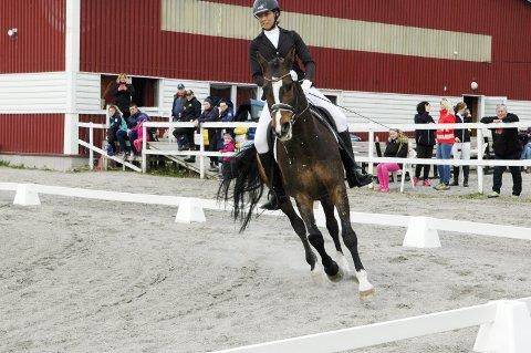 Kate Torset og Bofors imponerte publikum med kjappe vendinger, taktskifte, piruetter og andre vanskelige øvelser.
