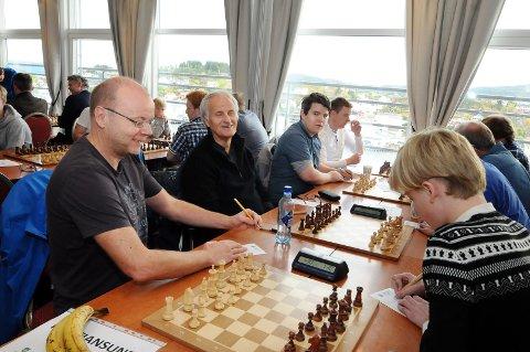 Kjell Tore Sandum (nærmest), Pat Schanzenbecker, Morten Frost og Øyvind Mikalsen spiller på Kristiansund Hobby.