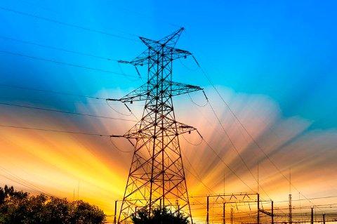 Ikke alle strømsalgselskaper lar prisfallet på elsertifikater komme kundene til gode.