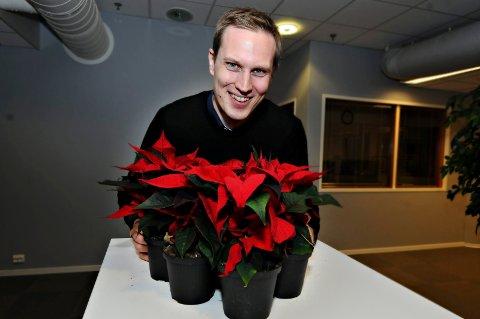 Tradisjonsbærer: Nyhetsredaktør Henning Betten har julestjernene klare når november er i ferd med å bli desember. Han vil gjerne ha din hjelp til å finne de rette mottakerne.