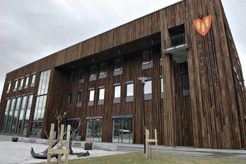 Rådmannen vil bruke kommunestyresalen til borgerlige vielser i Averøy.