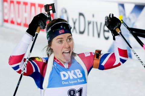 Synnøve Solemdal i mål etter 7,5 km sprint kvinner i skiskyting i forbindelse med verdenscupen i skiskyting i Østersund fredag. Det endte med fjerdeplass og verdenscupledelse.
