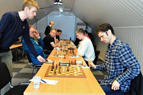 Thomas Nyland (til høyre) prøvde lenge å vinne et remissluttspill mot Brede Hagen (til venstre), men måtte til slutt innse at det lot seg ikke gjøre.