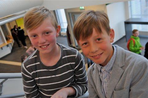 Pianistene Jovna Krutvik (til venstre) og Johannes Finset vil ha flere med i kulturskolen.