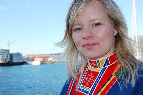 Kirsti Guvsám, avtroppende representant på SametingeT, minner samer på Nordmøre om at de må forhåndsstemme, om de vil stemme ved årets sametingsvalg.