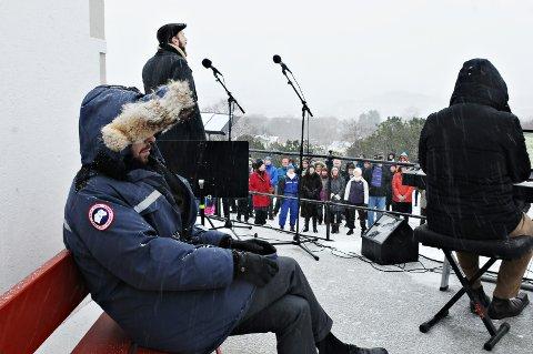 Knut Kristian Mohn hadde fornuftig nok tatt med seg tykk vinterjakke opp til Varden.