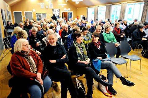 Mange hadde funnet veien til Knudtzonlunden søndag for å høre kremen av folkemusikere på Nordmøre.