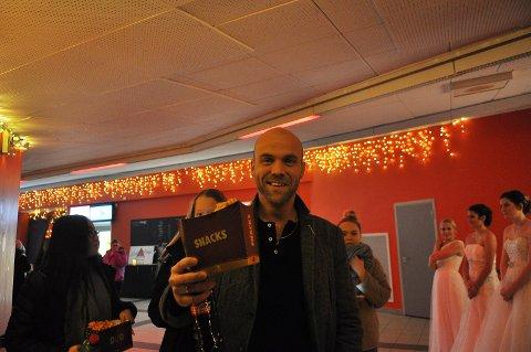 Pål Dahlø-Nordstrand var en av få menn på «Ladies Night» da Kristiansund kino dro i gang storstilt premierefest i anledning av «Fifty Shades Freed» fredag kveld.