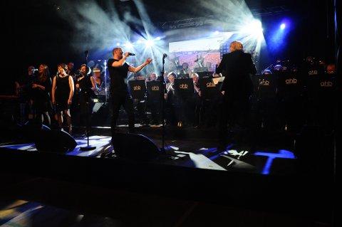 Knut Marius Djupvik og dirigent Leiv Skeidsvoll i front under Flemma Night 2018.