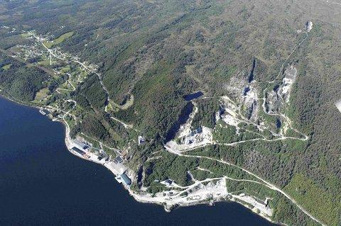 RAUSAND: Utvalget har vurdert flere steder for etableringen av et avfallsdeponi, i tillegg til Brevik. Raudsand i Nesset i Møre og Romsdal ses på som et alternativ.