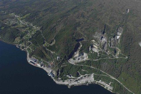 Flyfoto av Raudsand.