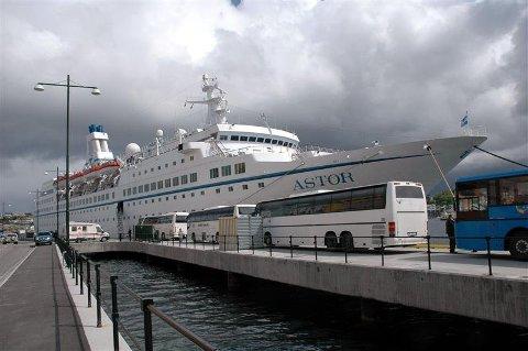 Mandag kommer årets siste cruiseskip til Kristiansund. MS «Astor», med kapasitet til 578 passasjerer, avslutter cruisesesongen.