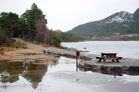 Bolgvatnet får lavere vannstand enn vanlig i 2020. Det betyr blant annet at isen ikke vil være trygg.