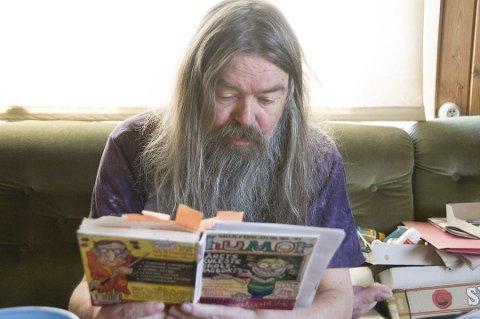 Rolf Håndstad er best kjent som mannen bak tegneseriefiguren Rhesus Minus.
