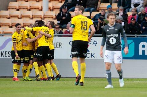 LSK-spillerne jubler for Daniel Gustavssons første scoring for klubben.