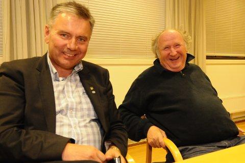 Gjemnesordfører Knut Sjømæling tilbyr varaordførerjobben til Arbeiderpartiet. Jan Karstein Schjølberg (til høyre) har den jobben i dag, og kan fortsatt få den om AP vil.