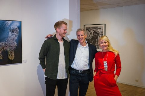 Sindre Krane Olsen (til venstre) og Jan Roald sammen med Nordic Lights daglige leder Lise Kristin Kvenseth. (Alle foto: Kristian Roald)
