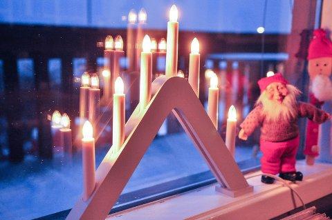 SLÅ AV LYSENE: – Hvem er det egentlig du lyser for gjennom natta? spør branneksperten som råder folk til å slå av julelysene om natta for å forhindre brann.