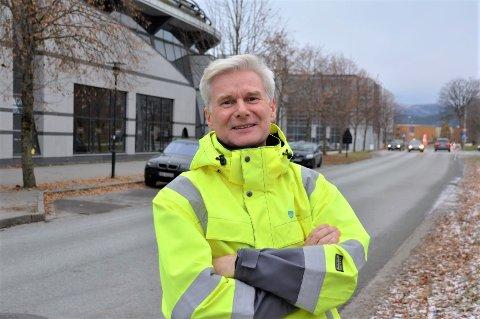 Både utsikt i verdsklasse og ferdsel i trafikken fortener 100 prosent merksemd, skriv fylkesvegsjef Ole Jan Tønnesen.