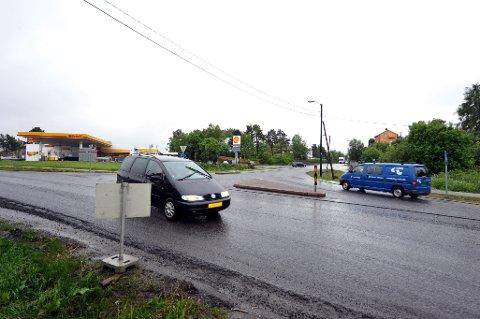 Det skal gjøres et større arbeid med Rensvikkrysset i Bypakken Kristiansund. Dette gjør at ti eiendommer blir berørt slik at bygninger må rives. Nå har Norsk Saneringsservice AS fått kontrakt for første del av rivingen.
