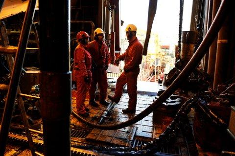 Ansatte i olje- og gassbransjen føler miljøbevegelsen bryr seg lite om hva som skal skje med jobbene deres fremover, og har liten tro på at det vil bli skapt tilsvarende mange jobber i fornybare næringer.