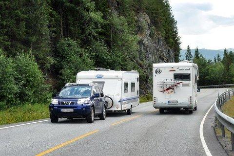 Med mange biler, bobiler og campingvogner på veien i sommer, oppfordrer Statens vegvesen de ferierende i Norge og planlegge reisene sine godt.