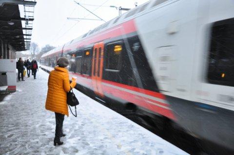 Forbrukerrådet vil at du lettere skal få tilbake penger når toget er forsinket.