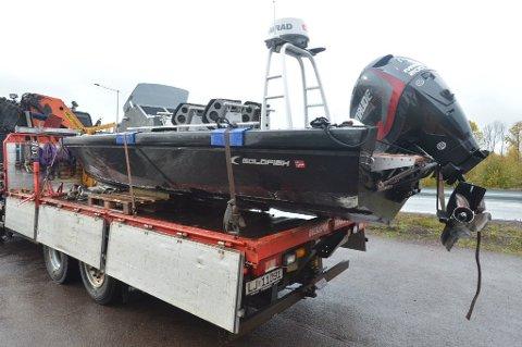 HARD MEDFART: Båten fikk store skader på skrog og motor i ulykken. Foto: Per Gilding