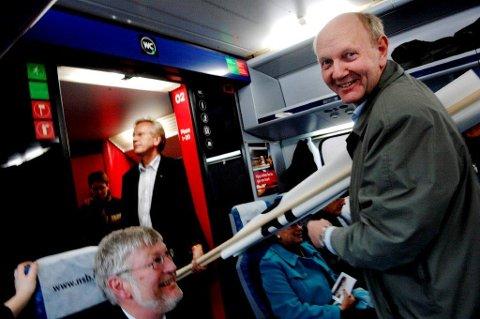 ENGASJERT: Næringslivstopp Tom Olaf Kjær har kjempet for dobbeltspor i Vestfold i snart 15 år. Her fra en tidligere togdemonstrasjon.