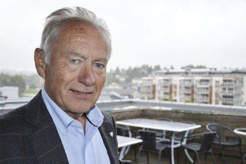 EN AV 365: Ordfører Thorvald Hillestad og Re har innført eiendomsskatt som en av ti nye kommuner i år. Nå sonderer de mulighetene for sammenslåing, men ingen av kandidatene har eiendomsskatt.