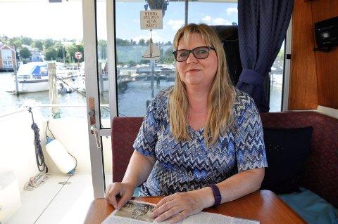 FOREBYGGING: Kari Anne Fevang er glad for hver dag hun får. Hun er opptatt av at andre skal beskytte seg mot skadelige solstråler, samt å sjekke føflekker for å unngå føflekkreft.