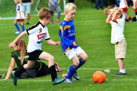FÆRRE GUTTER: Det er i de yngste gutteklassene nedgangen er størst i Vestfold-fotballen. Jenteklassene øker litt.