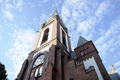 UTMELDT: Den norske kirke har i august mistet svært mange medlemmer i hele landet, også i Tunsberg bispedømme. Bildet av Sandefjord kirke er fra 2013.