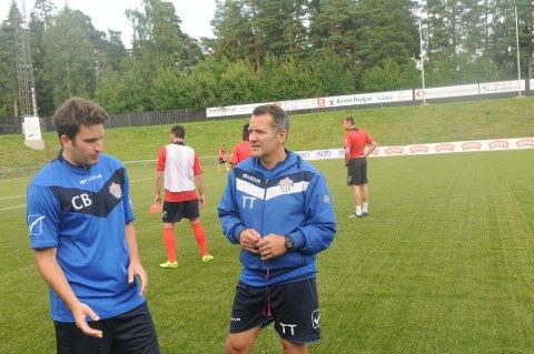 FKT-assistent Christopher Barland (t.v.) satte fast en sparerib i halsen og måtte melde forfall til kamp på mandag. Da skulle han egentlig ikle seg Tønsberg FK-drakta mot FK Tønsberg 2.