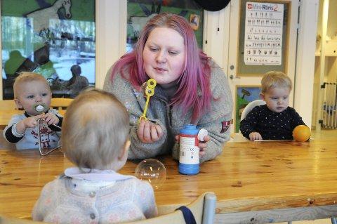 Marianne Olsen er lærekandidat som barne- og ungdomsarbeider i Eventyrskogen barnhage på Veldre i Larvik.